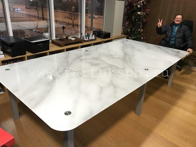 Стеклянный стол с фотопечатью для переговорной