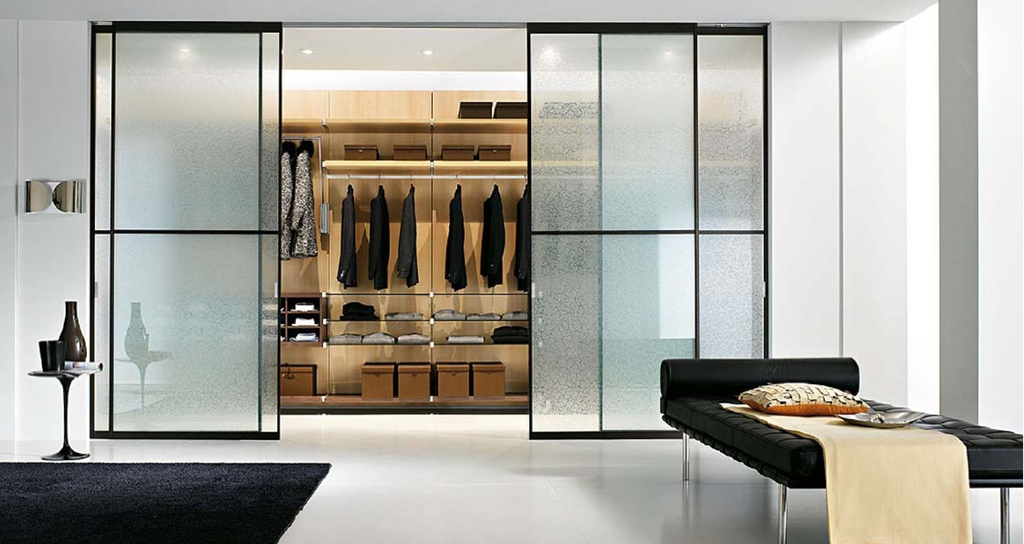Двери купе в гардеробную матовое стекло