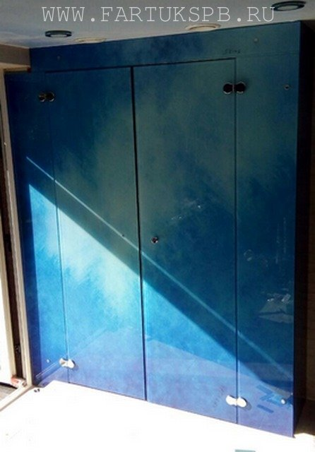 steklannie-dverki-v-nishu