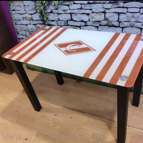 stilniy-steklanniy-stol