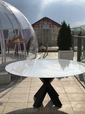 steklanniy-stol-dla-restorana
