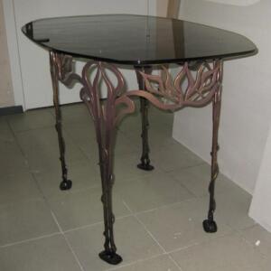 Кованный стеклянный стол