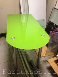 Стеклянная столешница зеленого цвета