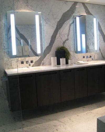 Ванная комната с зеркалами