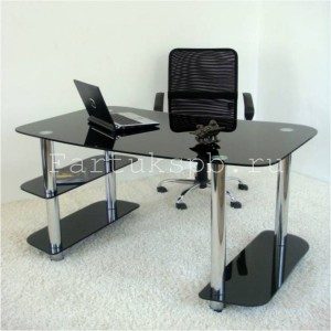 Компьютерный стол из черного стекла