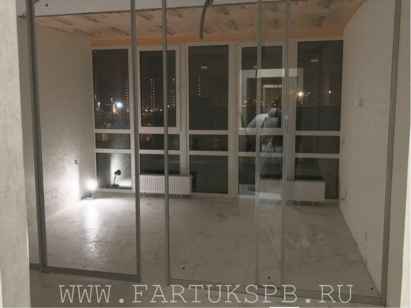 Перегородка из прозрачного стекла